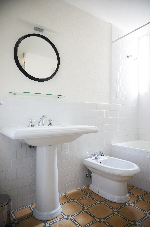 Reforma baño-mosaico hidràulico y baldosa tipo metro