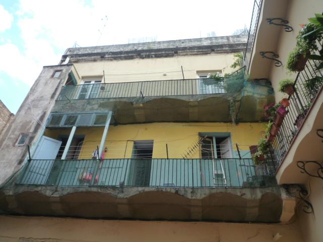 Rehabilitación de fachada posterior y de medianera de edificio plurifamiliar en el barri de Ciutat Vella, Barcelona
