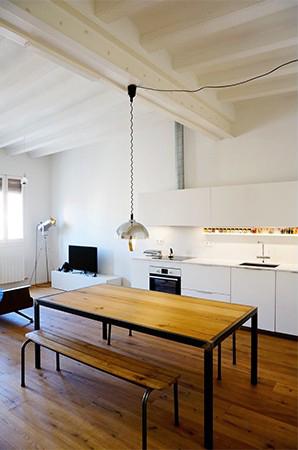 contraste madera y blanco