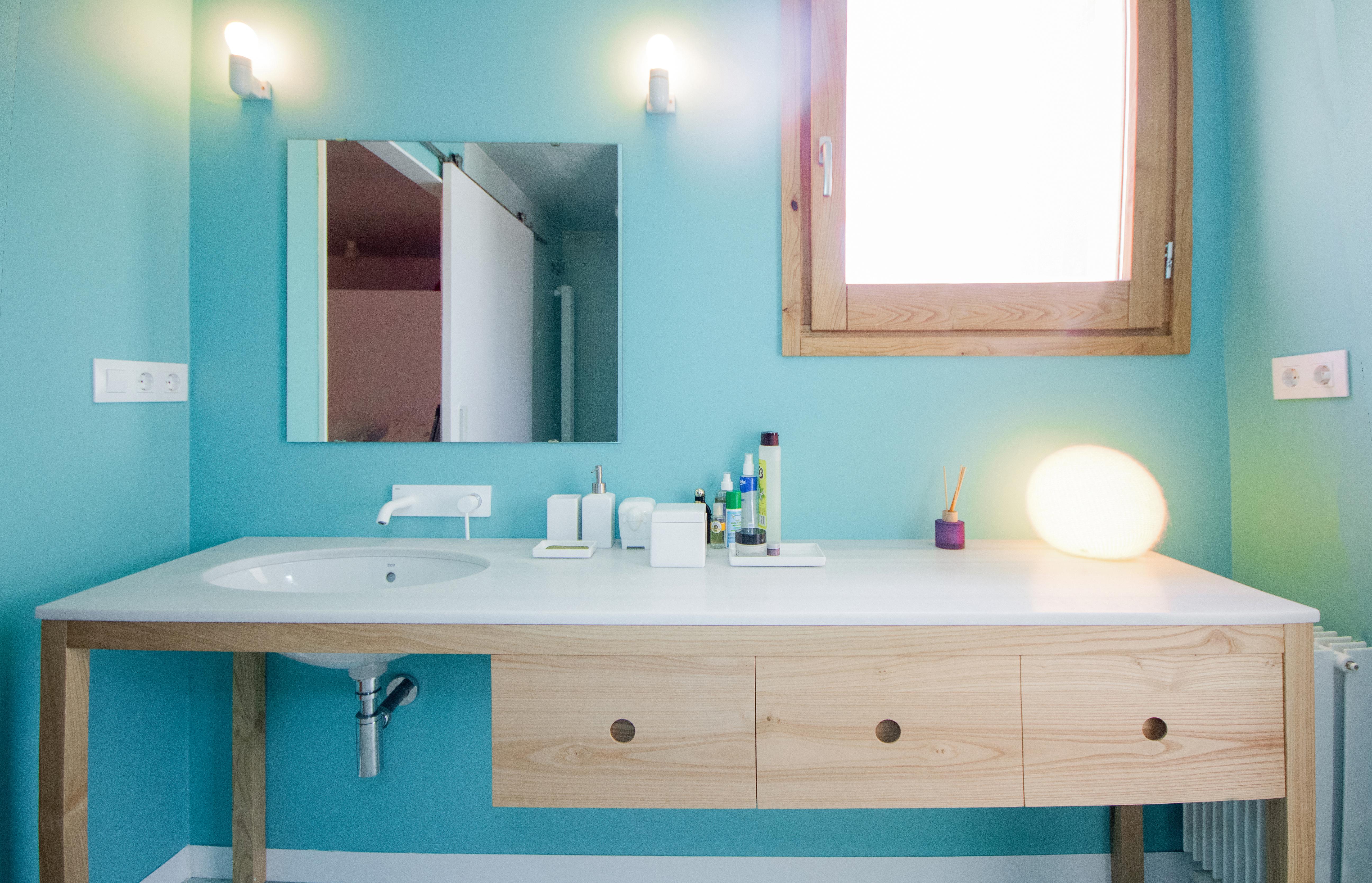 detalle mueble lavabo blanco